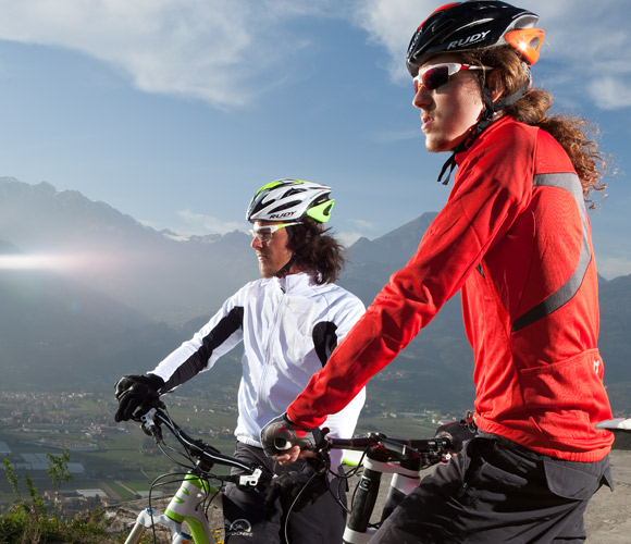 Sterling™ new fluo colours can have the same stylish tone of your bycicle and mountain bike